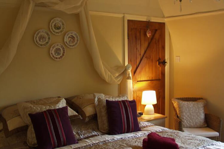 Crossover House Bed and Breakfast - Image 2 - UK Tourism Online