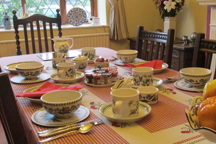 Crossover House Bed and Breakfast - Image 4 - UK Tourism Online