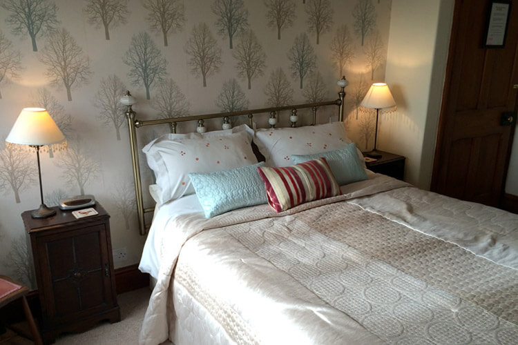 Hillview Farm Bed and Breakfast - Image 2 - UK Tourism Online