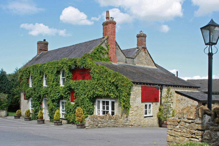 Hunters Lodge Inn - Image 1 - UK Tourism Online
