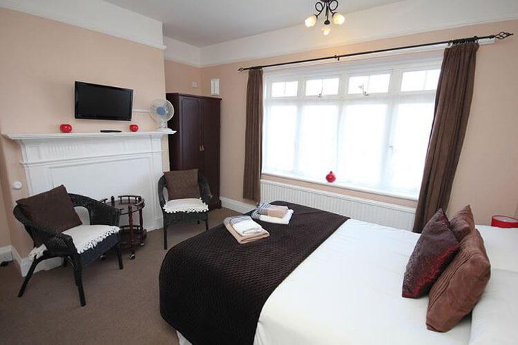 Lorna Doone Guest House - Image 2 - UK Tourism Online