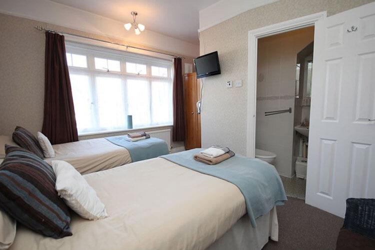 Lorna Doone Guest House - Image 3 - UK Tourism Online