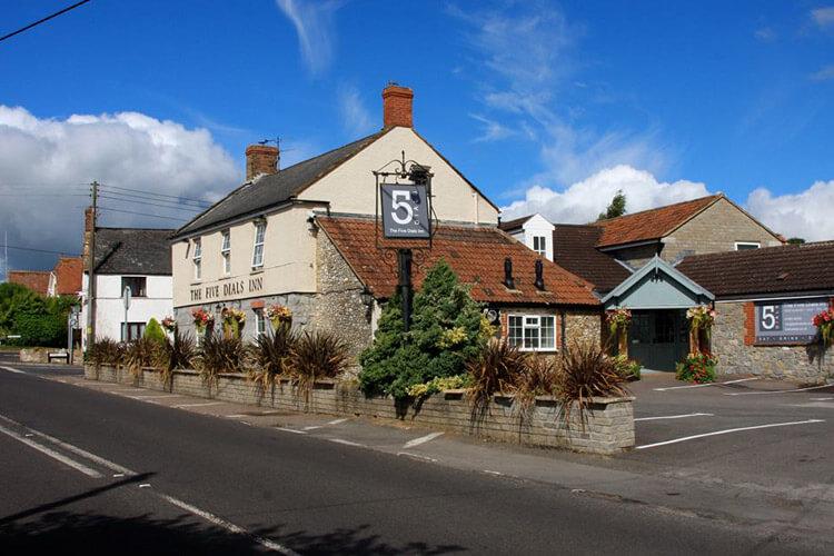 The Five Dials Inn - Image 1 - UK Tourism Online