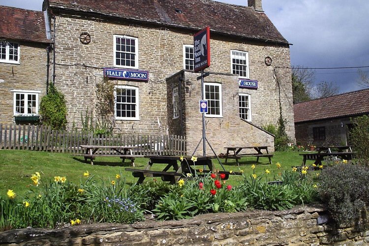 The Half Moon Inn Country Lodge - Image 1 - UK Tourism Online