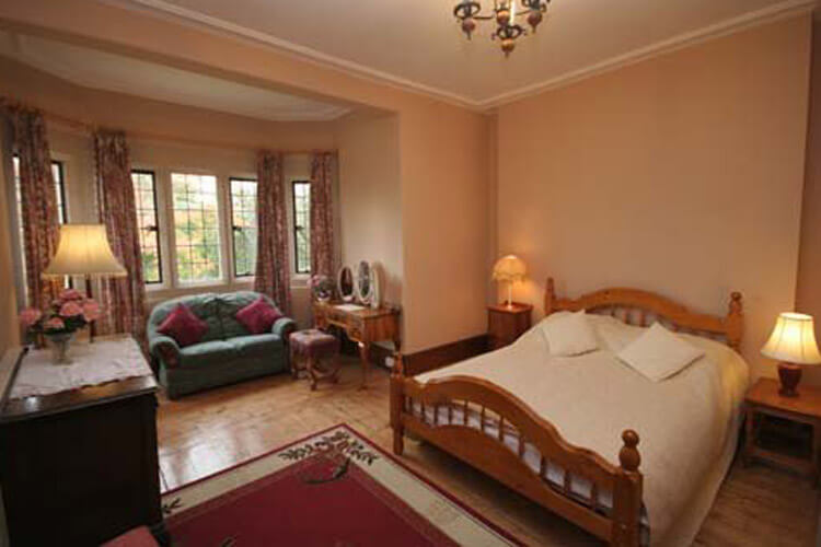 Cleeve House - Image 2 - UK Tourism Online
