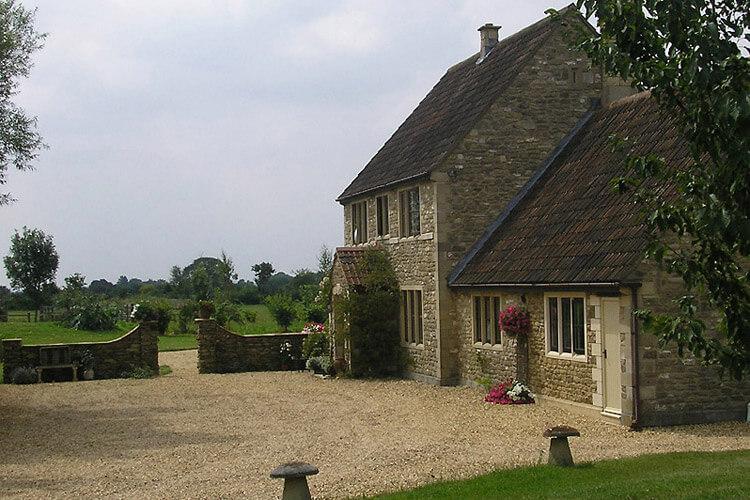Great Ashley House - Image 1 - UK Tourism Online