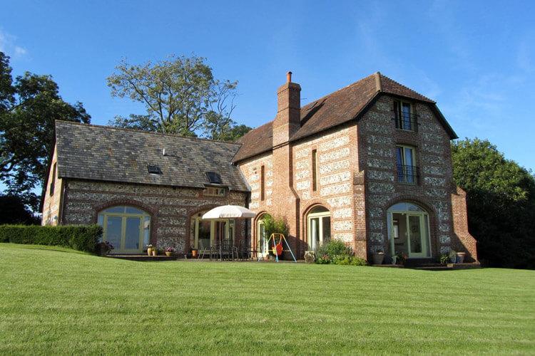 Lodge Farmhouse Bed & Breakfast - Image 1 - UK Tourism Online