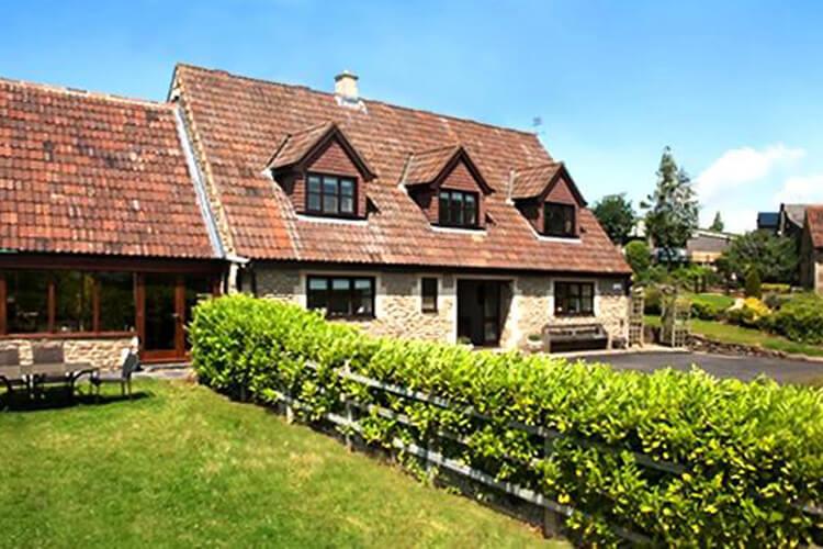 Norbin Farmhouse - Image 1 - UK Tourism Online