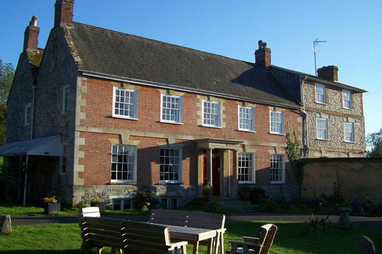 Rollestone Manor - Image 1 - UK Tourism Online