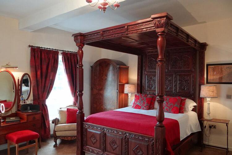 Rollestone Manor - Image 2 - UK Tourism Online