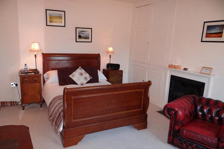 Rollestone Manor - Image 3 - UK Tourism Online