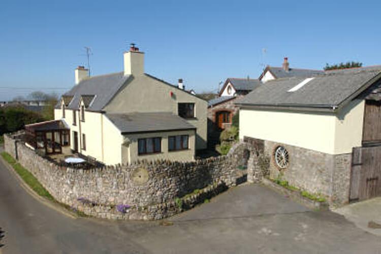 Horton Farmhouse - Image 1 - UK Tourism Online