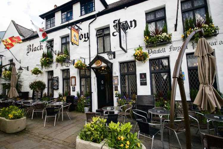 Black Boy Inn - Image 1 - UK Tourism Online