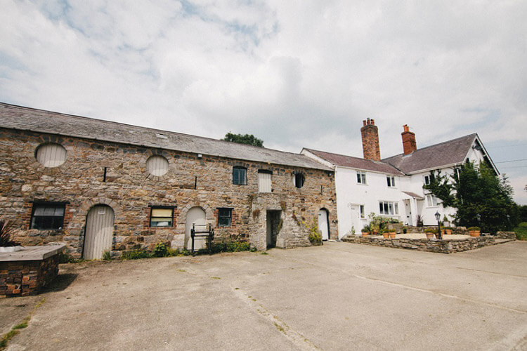 Broncoed Uchaf Country Guest House - Image 1 - UK Tourism Online