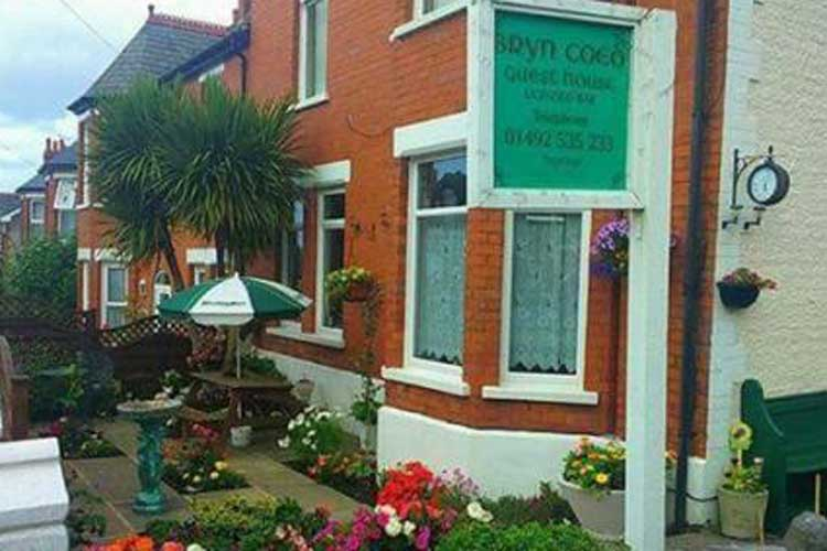 Bryn Coed Guest House - Image 1 - UK Tourism Online