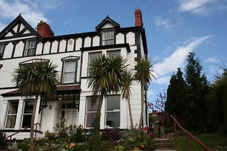 Bryn Derwen Guest House - Image 1 - UK Tourism Online