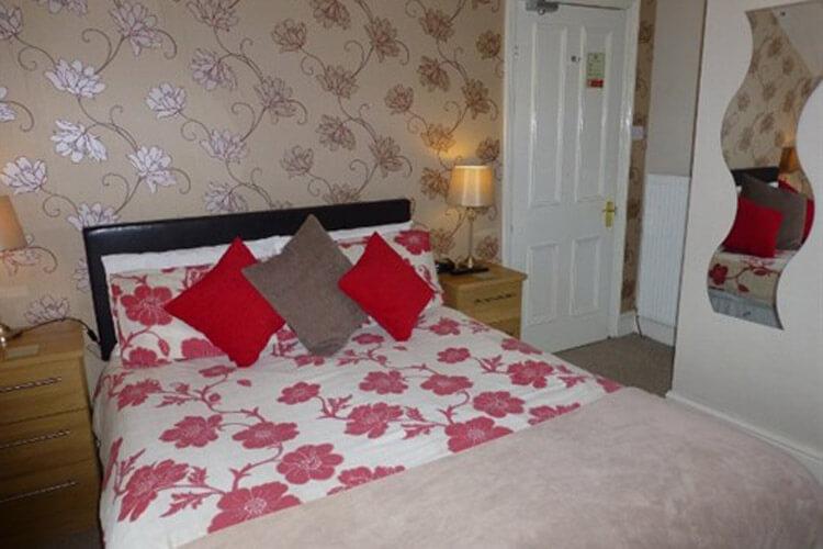 Bryn Derwen Guest House - Image 3 - UK Tourism Online