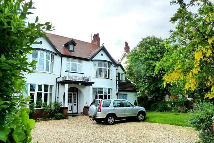 Bryn Holcombe Bed and Breakfast - Image 1 - UK Tourism Online