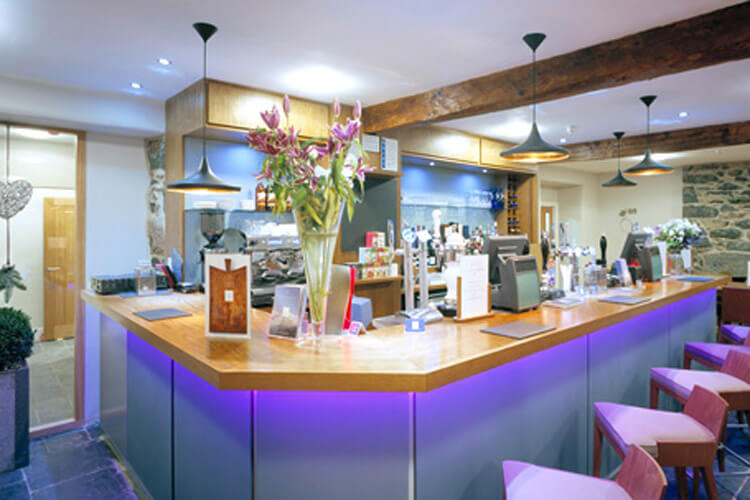 Cross Foxes  Bar Grill Rooms - Image 4 - UK Tourism Online