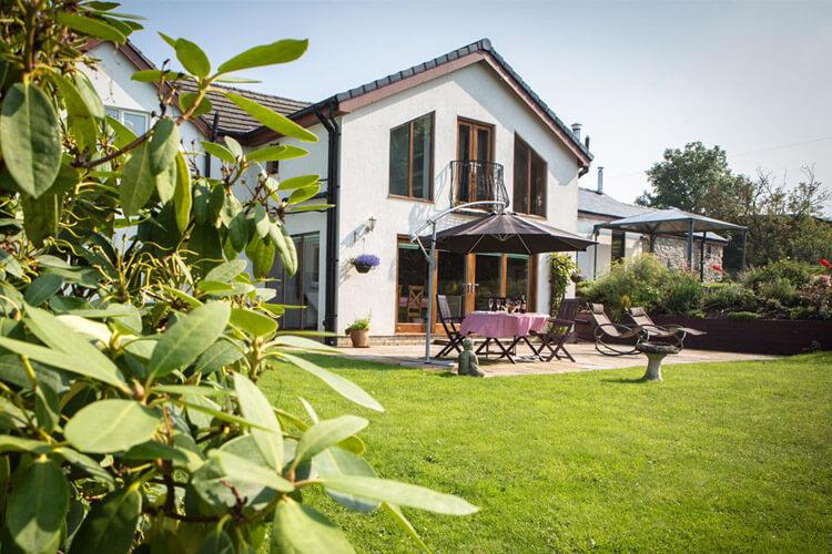 Glan Llyn Guest House - Image 1 - UK Tourism Online