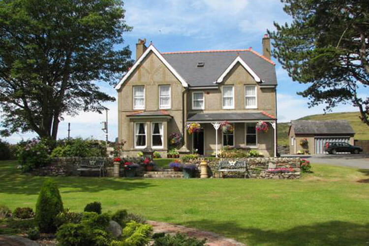 Gwrach Ynys Country Guest House - Image 1 - UK Tourism Online