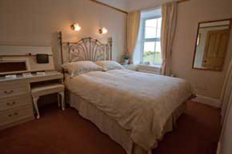 Gwrach Ynys Country Guest House - Image 2 - UK Tourism Online