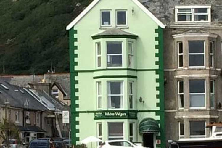 Mor Wyn Guest House - Image 1 - UK Tourism Online