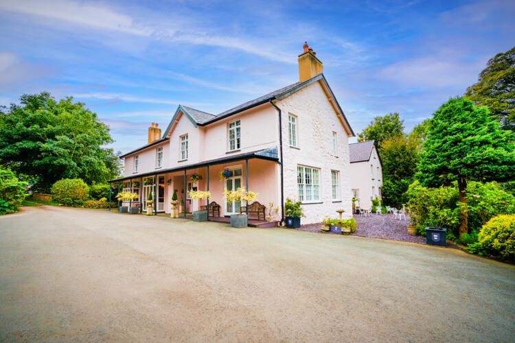 Plas Dinas Country House - Image 1 - UK Tourism Online