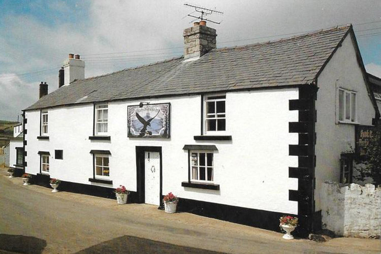 The Hawk And Buckle Inn - Image 1 - UK Tourism Online