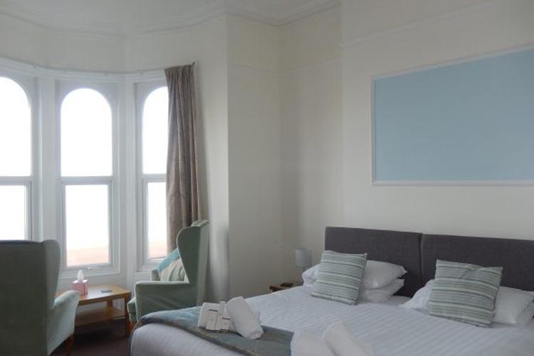 Oasis Hotel - Image 3 - UK Tourism Online