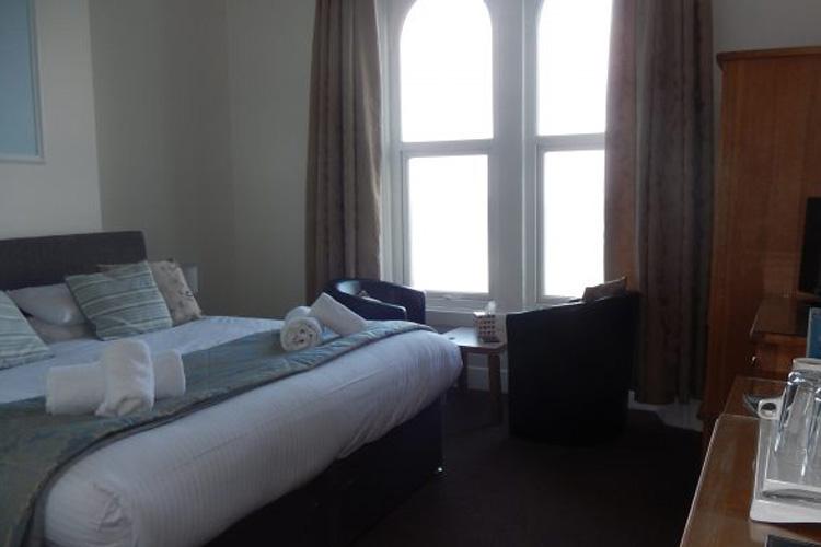 Oasis Hotel - Image 4 - UK Tourism Online