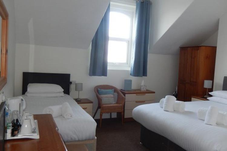 Oasis Hotel - Image 5 - UK Tourism Online