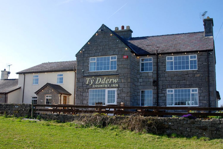 Ty Dderw Country Inn - Image 1 - UK Tourism Online