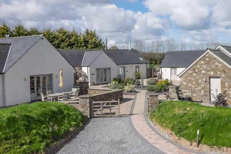 Canaston Oaks Luxury Farmhouse Accommodation - Image 1 - UK Tourism Online
