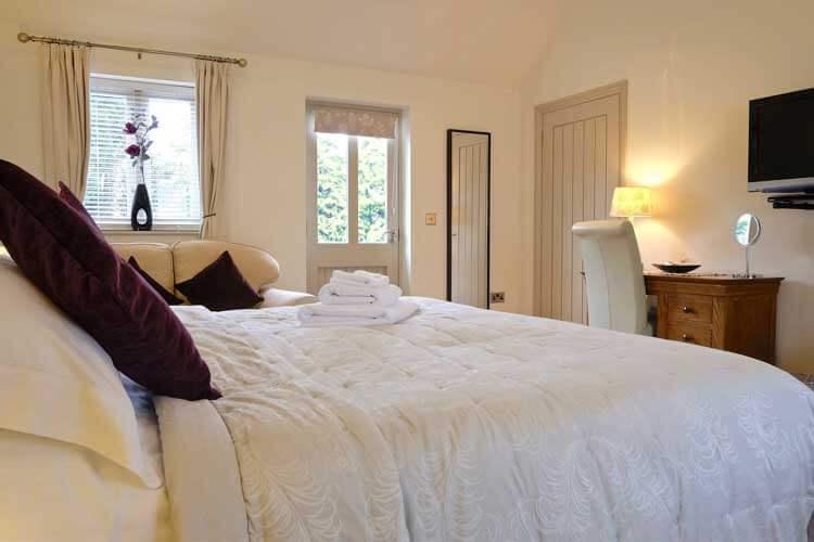 Canaston Oaks Luxury Farmhouse Accommodation - Image 3 - UK Tourism Online