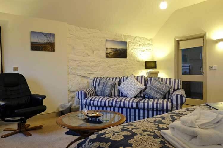 Canaston Oaks Luxury Farmhouse Accommodation - Image 4 - UK Tourism Online
