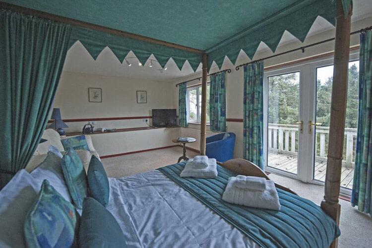 Cwmwennol Country House - Image 2 - UK Tourism Online