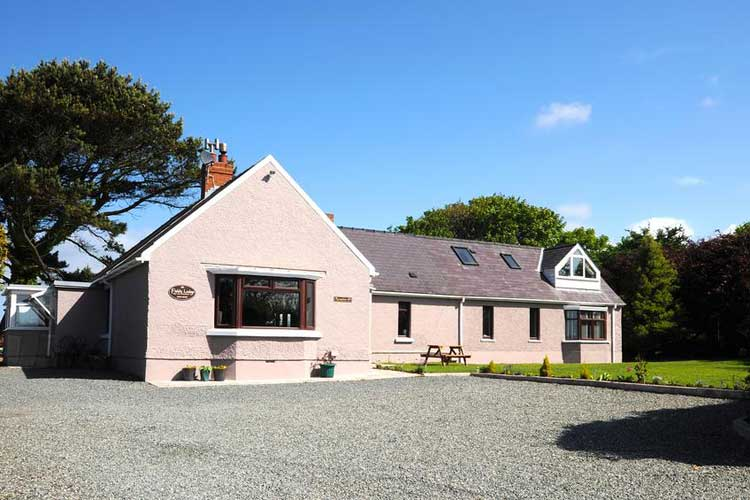 Fields Lodge Bed and Breakfast - Image 1 - UK Tourism Online