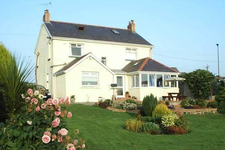 Green Grove Bed and Breakfast - Image 1 - UK Tourism Online