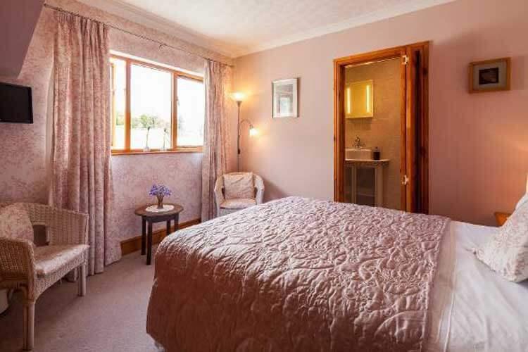 Langdon Farm Guest House - Image 3 - UK Tourism Online