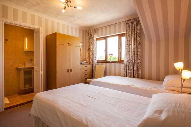 Langdon Farm Guest House - Image 4 - UK Tourism Online