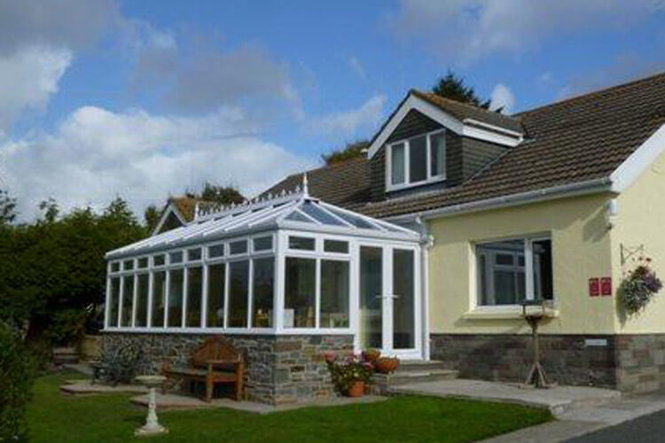Pinewood Bed and Breakfast - Image 1 - UK Tourism Online