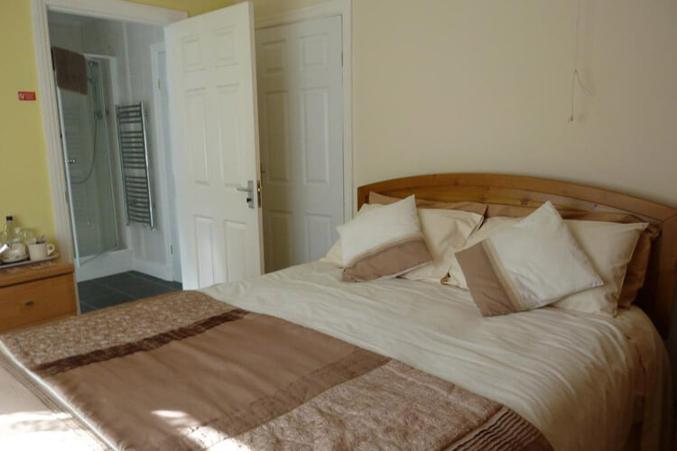 Pinewood Bed and Breakfast - Image 2 - UK Tourism Online