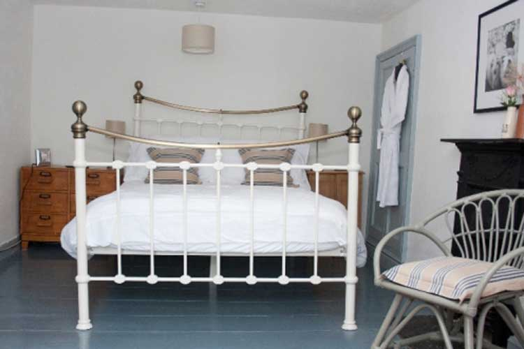 Plas Farmhouse Bed and Breakfast - Image 2 - UK Tourism Online