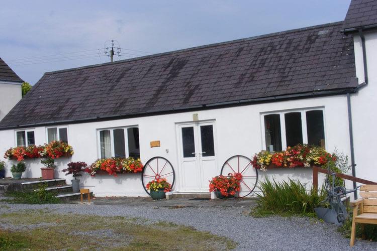 Pond House Cottages - Image 1 - UK Tourism Online