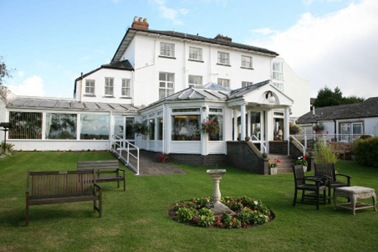 Merton House Holiday Hotel - Image - UK Tourism Online
