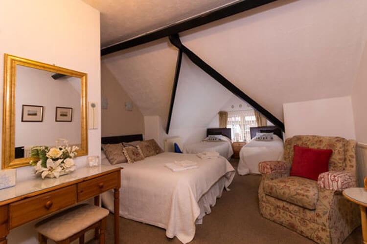 Crescent Lodge - Image 1 - UK Tourism Online