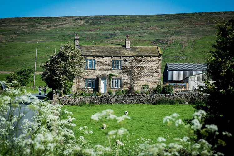 Crown Cottage Farm Bed and Breakfast - Image 1 - UK Tourism Online