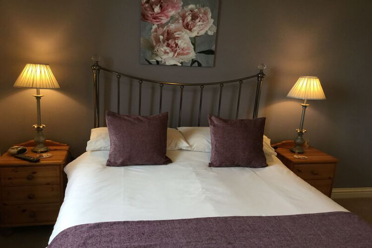 Crown Cottage Farm Bed and Breakfast - Image 2 - UK Tourism Online