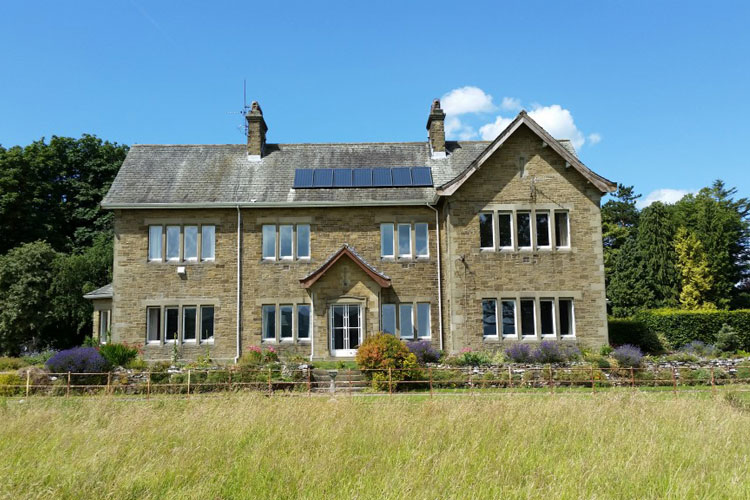 Kirkfield Guest House - Image 1 - UK Tourism Online